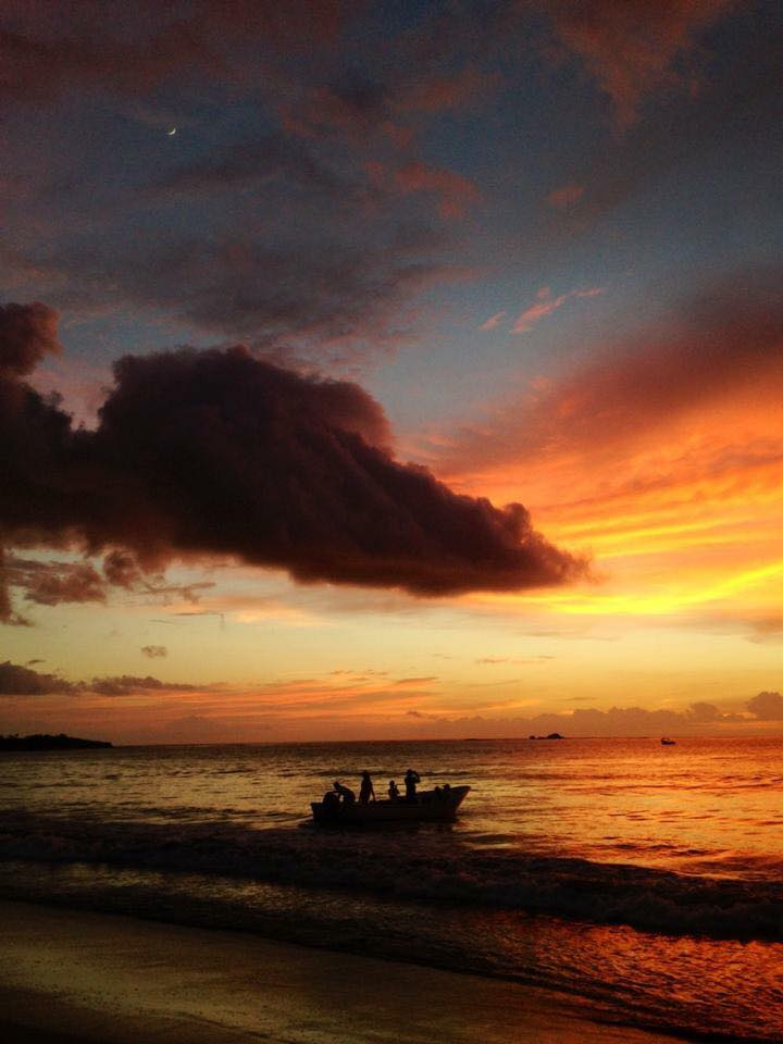 #Throwback Thursday sunset in Tamarindo, Costa Rica. Photographed by Samba to the Sea.